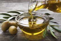 Olio d'oliva: proprietà e usi, non solo alimentare, dell'elisir dorato